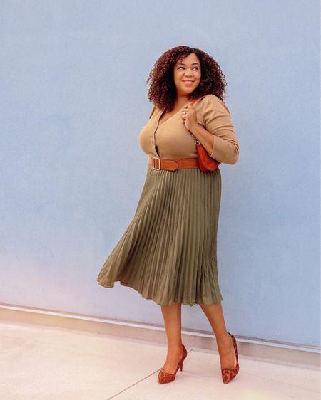 Classic fall colors 🍂!! I haven't ever owned an olive  skirt - so I figured this would be good to scoop up. I have this same skirt in another color. When I like something I get more than one 😉. I always regret it when I don't! Do you have some stuff in olive  too?  This skirt, cardigan, & purse are all from @amazonfashion & linked in my Amazon Store. Also, I talked about these goodies in my last @amazonlive - watch it for my awkward moments stay for the midsize & curves finds!  You can get these and watch my lives on my Amazon page - Go to the link 🔗 in Bio. #founditonamazon #affiliatelink #comissionsearned   ———————————————————————————  Colores de otoño clásicos 🍂 !! Nunca he tenido una falda verde oliva, así que pensé que debería comprarme esta. Tengo esta misma falda en otro color. Cuando me gusta algo compro más de uno 😉. ¡Siempre me arrepiento cuando no lo hago! ¿Tienes algo de aceituna también?  Esta falda, cárdigan y bolso son todos de @amazonfashion y están vinculados en mi tienda de Amazon. También hablé sobre estos artículos en mi último @amazonlive: ¡míralo para mis momentos incómodos, quédate para ver qué ropa de tamaño mediano y curvas encontré! Puede obtener estos y ver mis transmisiones de video en mi página de Amazon: vaya al enlace 🔗 en Bio. #founditonamazon #affiliatelink #comissionsearned  #LTKworkwear #LTKunder50 #LTKcurves