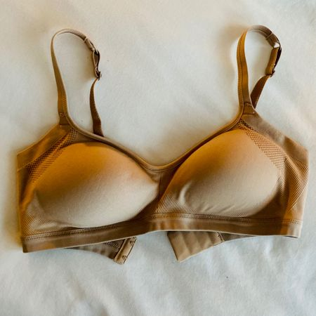 Never in a million years did I think I would be sharing what bras I'm loving but these are too good to keep a secret 😜After nursing two babies I cannot imagine wearing underwire 🙅♀️ These are SO comfortable but keep the gals up🙌 #bras #wirefree #LTKunder50 http://liketk.it/3dWiI #liketkit @liketoknow.it