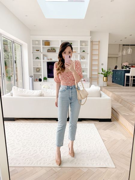 Such great straight leg jeans! Perfect if you have hips - these are actually flattering! 🙌🏻   I took a size 27 and I do think they fit TTS. ❤️   I also took a size small in both the top and the bodysuit 😊✨
