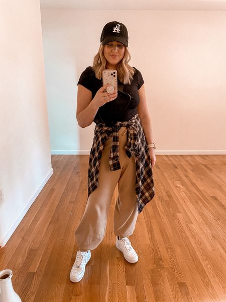 Casual fall outfit • best Amazon sweatpants!!! Run TTS.